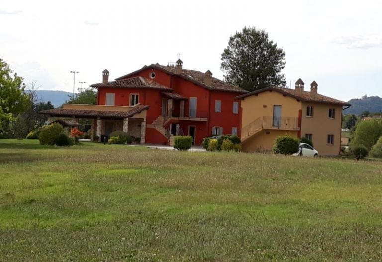 Casale con terreno Montone Rif. 703i